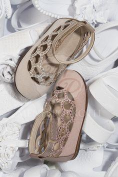 Μένη Ρογκότη - Παπούτσια βάπτισης περπατήματος για κορίτσι της Babywalker υφασμάτινο σουεντ τρυπητό γοβάκι με Swarovski