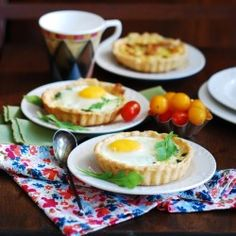Baked egg breakfast cups with bacon