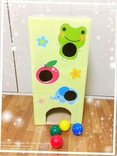 """""""Lass den Ball mit Pappe fallen"""" """"Lass den Ball mit Pappe fallen"""" # … – The World Preschool Learning Activities, Infant Activities, Activities For Kids, Crafts For Kids, Baby Sensory Play, Baby Play, Best Kids Toys, Toys For Boys, Diy Bebe"""