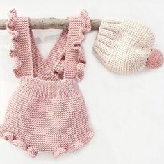This post was discovered by maRuffle Romper Crochet pattern by Mon Petit Violon Winter Baby Clothes, Knitted Baby Clothes, Knitted Romper, Crochet Clothes, Knitting For Kids, Baby Knitting Patterns, Baby Patterns, Baby Girl Fashion, Kids Fashion