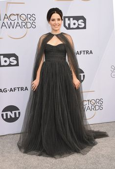 The 2019 SAG Awards featured plenty of risqué looks. Here are all the fashion highlights (and a few lowlights) from the star-studded silver carpet. Celebrity Red Carpet, Celebrity Dresses, Celebrity Style, Red Carpet Dresses, Blue Dresses, Formal Dresses, Long Dresses, Haute Couture Gowns, Sag Awards