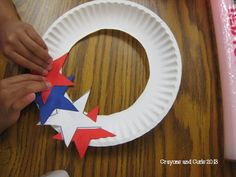 Lesson Star Wreath Crayons & Curls: End of Year Behavior and Patriotic Craft! Would be cute for kids to make for on their bedroom doors. Daycare Crafts, Classroom Crafts, Toddler Crafts, Summer Crafts, Holiday Crafts, Diy And Crafts, Arts And Crafts, Fall Crafts, American Flag Crafts