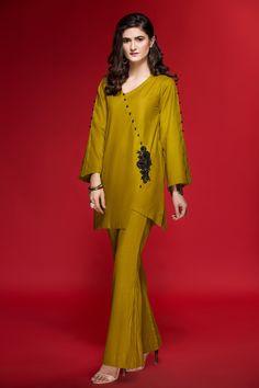 Latest pakistani suit Hideous color, but otherwise nice. Pakistani Fashion Party Wear, Pakistani Dresses Casual, Pakistani Dress Design, Casual Dresses, Fashion Dresses, Latest Pakistani Fashion, Emo Fashion, Stylish Dresses For Girls, Stylish Dress Designs
