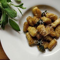 Gnocchit salviavoissa - gnocchi with sage butter Worth It, Sage Butter, Salvia, Gnocchi, Matcha, Washi, Potato, Egg, Frozen