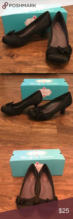 Cute black heels Cute black heels with a bow and comfort form insoles. Brand new. Still in box Shoes Heels