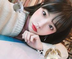 Korean Girl and Bunnys Beauty Tips For Teens, Makeup For Teens, Preety Girls, Cute Girls, Korean Face, Uzzlang Girl, Cute Korean Girl, Fringe Hairstyles, Grunge Girl