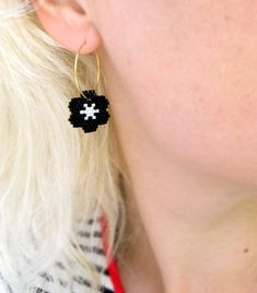 Items similar to Earrings - White Stars on Black Flowers - Opaque Black and White - Gold or Silver hoops on Etsy Seed Bead Earrings, Fringe Earrings, Star Earrings, Silver Hoop Earrings, Beaded Earrings, Earrings Handmade, Beaded Bracelets, Wire Wrapped Earrings, Silver Hoops