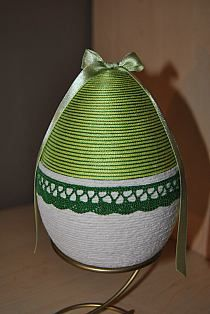 w Coconut Decoration, Faberge Eggs, Egg Shells, Spring Crafts, Easter Crafts, Quilling, Holiday Fun, Easter Eggs, Diy And Crafts