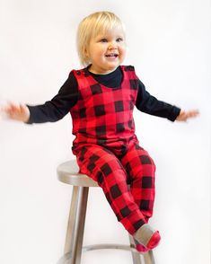 Easy to sew romper for baby and kids, with shoulder snaps, but no snaps at the crotch. Kids Dress Patterns, Baby Clothes Patterns, Sewing Patterns Free, Baby Patterns, Girls Dresses Sewing, Sewing Baby Clothes, Baby Sewing Projects, Sewing For Kids, Crafty Projects