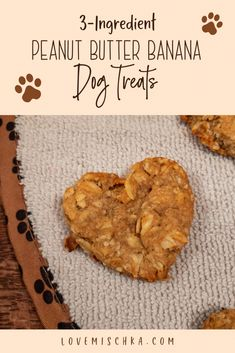Looking for a simple dog treat recipe? These Peanut Butter Banana Dog Treats are INCREDIBLY easy and quick to make. They only require THREE ingredients! Cupcakes For Dogs Recipe, Dog Cookie Recipes, Easy Dog Treat Recipes, Homemade Dog Cookies, Dog Biscuit Recipes, Homemade Dog Food, Dog Food Recipes, Simple Dog Biscuit Recipe, Cookies For Dogs