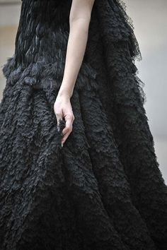 Lavish lace & feather textures; awe-inspiring fashion details // Alexander McQueen