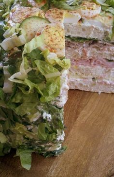 """Have you ever heard of a """"Smörgåstårta"""" cake? Well they are cakes made with sandwich and salad ingredients. So here are my top 10 sandwich cake recipes Salami Sandwich, Sandwhich Cake, Sandwich Loaf, Tea Sandwiches, Salad Cake, Great Recipes, Favorite Recipes, Brunch, Swedish Recipes"""