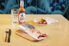 A refreshing berliner Club Maté with the must try La Précieuse Piadine and the scrumptious vegetarian or chicken Burrito. Chicken Burritos, Geneva, Shops, Vegetarian, Concept, Club, Ethnic Recipes, Food, Tents