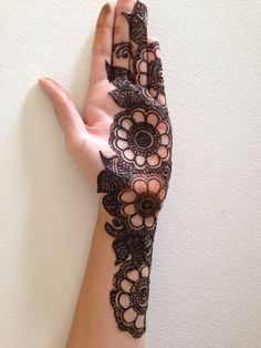 Simple and beautiful henna.