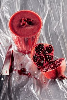 Granaatappel-perziksmoothie met rozenwater