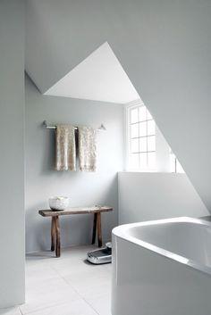 Stilvoll mit weißen & hellgrauen Wänden. #KOLORAT #Wandgestaltung…