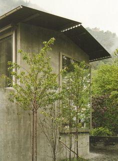 Peter Zumthor's concrete home in Haldenstein, 2005 Swiss Architecture, Architecture Details, Landscape Architecture, Interior Architecture, Ancient Architecture, Sustainable Architecture, Tadao Ando, Zaha Hadid Architects, Lebbeus Woods