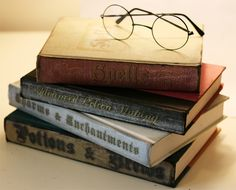 Make your own spell books, great for a Harry Potter themed party or Halloween decor