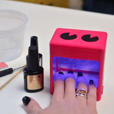 Doing your own gel manicure at home with this printed UV manicure lamp Gel Manicure At Home, Nails At Home, Diy Nails, Black Manicure, Shellac, Gel Nails Shape, Old Nail Polish, 3d Printing Diy, Diy Beauty