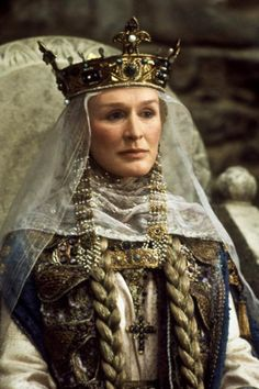 """as Queen Gertrude in """"Hamlet"""" Costumes by Glenn Close and Mel Gibson were surprisingly good as the Queen and Hamlet in this bare-bones adaptation of the play. Medieval Costume, Medieval Dress, Medieval Clothing, Medieval Fantasy, History Medieval, Glenn Close, Close Close, Historical Costume, Historical Clothing"""