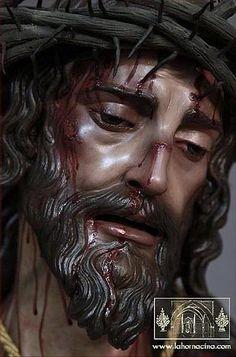 Bueno, aquí os muestro quien para mí ha sido uno de los mayores descubrimientos de esta semana (ante todo perdón por la ignorancia). Cuando escuchaba que el misterio de Cristo Rey era de Miñarro, nunca imaginé que fuera obra de un imaginero tan magnífico... y es que no hay nada como investigar sobre algo para llevarte una grata sorpresa. Así que bueno, os pongo unas fotos que he encontrado para que opineis sobre esta... Pictures Of Jesus Christ, Religious Pictures, Religious Art, Jesus Christ Statue, Jesus Art, Christ Tattoo, Jesus Tattoo, The Bible Miniseries, Worship Wallpaper