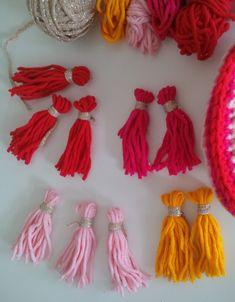 Ibiza slinger haken met patroon – Voor de draad Tassel Necklace, Crochet Necklace, Ibiza Fashion, Crochet Projects, Tassels, Knit Crochet, Knitting, Ibiza Style, Flip Flops