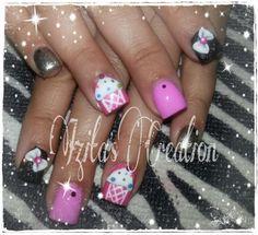 Acrylic nails by Izita