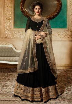 Looking to buy Anarkali online? ✓ Buy the latest designer Anarkali suits at Lashkaraa, with a variety of long Anarkali suits, party wear & Anarkali dresses! Black Anarkali, Long Anarkali, Anarkali Suits, Sharara Suit, Churidar Suits, Abaya Fashion, Indian Fashion, Women's Fashion, Roman Fashion