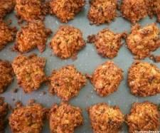 Recipe Quinoa, Oat & Coconut Cookies by jamboyz, learn to make this recipe easily in your kitchen machine and discover other Thermomix recipes in Baking - sweet. Superfood Recipes, Raw Food Recipes, Cooking Recipes, Healthy Recipes, Sweet Recipes, Yummy Recipes, Recipies, Healthy Treats, Healthy Protein