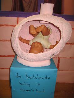 De buitelende baby in mamma's buik 01  verteltafel