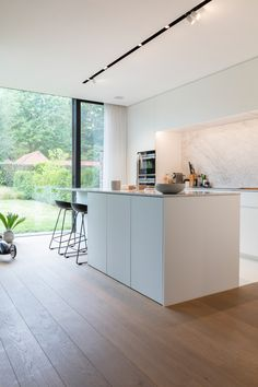 Kitchen Room Design, Modern Kitchen Design, Home Decor Kitchen, Kitchen Interior, Home Kitchens, Home Panel, Modern Kitchen Island, Minimalist Kitchen, Cuisines Design