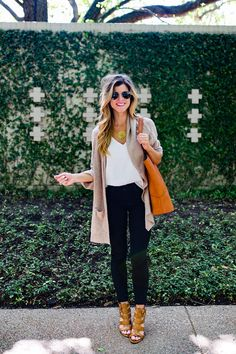 brightontheday styling tan shawl with white tank and black jeans outfit