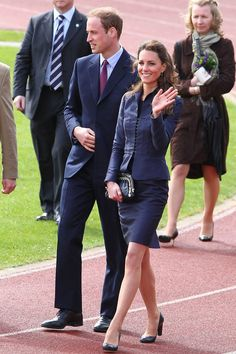 APRIL 11 2011 - Prince William and his bride-to-be paid a visit to the Darwen Aldridge Community Academy in Lancashire. Kate wore a neat Amanda Wakeley skirt suit with classic court shoes and Kiki McDonough jewellery. Kate Middleton Prince William, Prince William And Catherine, William Kate, Prinz William, Catherine Walker, Kate Middleton Style, Royal Fashion, Style Fashion, Princess Charlotte