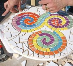free mosaic patterns for tables RoundGood way to use the pastel tiles I have. Mosaic Tile Designs, Mosaic Tile Art, Mosaic Artwork, Mosaic Diy, Mosaic Crafts, Mosaic Flower Pots, Mosaic Pots, Mosaic Glass, Free Mosaic Patterns