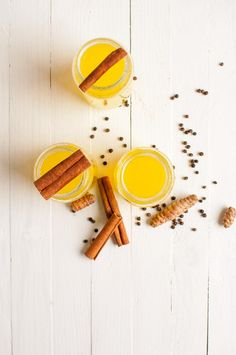 Turmeric ginger tea with lemon helps you to fight cold, cough and sore throat. This simple drink can tremendously improve your immune system. Turmeric Health Benefits, Ginger Tea, Lemon Recipes, Healthy Drinks, Bubbles, Beverage, Turmeric, Lime Recipes, Drink
