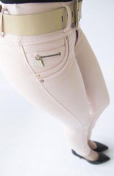 Sleeves Designs For Dresses, Sleeve Designs, Jeans Pants, Denim Jeans, Color Rosa, Fashion Pants, Ideias Fashion, Sexy Women, Horse Riding