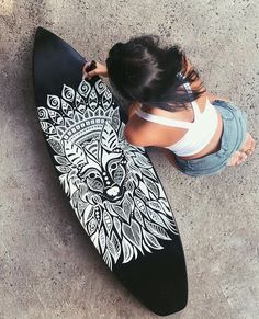 Surfboard Tail Design What is the difference between Surfboard Tail Designs? Surfboard tail design has gotten a bit more complex as surfboard designs have multiplied. The surfboard tail influences… Surfboard Painting, Surfboard Art, Skateboard Deck Art, Skateboard Design, Carver Skateboard, Boardmasters Festival, Decoration Surf, Skate Art, Surf Art