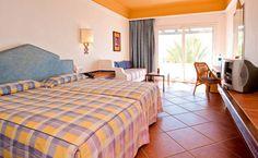 Las confortables habitaciones del ClubHotel Riu Tikida Dunas. El ClubHotel Riu Tikida Dunas (Todo Incluido) se encuentra en primera línea de la playa de Agadir, Marruecos que es el principal centro turístico de la costa marroquí. ClubHotel Riu Tikida Dunas – Hotel en Agadir – Hotel en Marruecos - RIU Hotels & Resorts