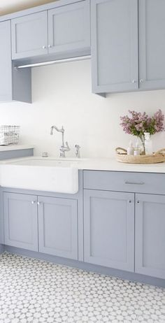 New Hope Gray by Benjamin Moore Laundry room cabinet paint color New Hop. - Laundry Room - Wedding Make Up - DIY Jewelry Easy - Hairstyle For Medium Length Hair - DIY Kid Room Ideas Best Kitchen Layout, New Kitchen, Kitchen Colors, Kitchen Ideas, Ranch Kitchen, Kitchen Modern, Küchen Design, Home Design, Design Ideas