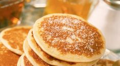 American-style pancakes: a treat! - Chef Cyril Lignac gives you his secret recipe to make the best pancakes possible, to discover on Go - Chefs, Cooking Chef, Cooking Recipes, Delicious Desserts, Yummy Food, Best Pans, Food Porn, Pancakes And Waffles, Breakfast Pancakes
