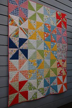 quick way to make pinwheels from layer cake - quilt patterns Layer Cake Quilt Patterns, Pinwheel Quilt Pattern, Layer Cake Quilts, Layer Cakes, Easy Quilt Patterns, Poke Cakes, Quilting Tutorials, Quilting Projects, Quilting Designs