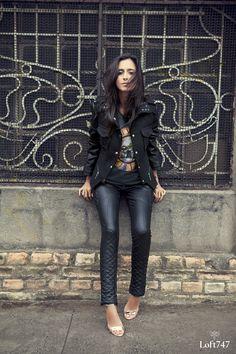 Calça preta e casaco preto