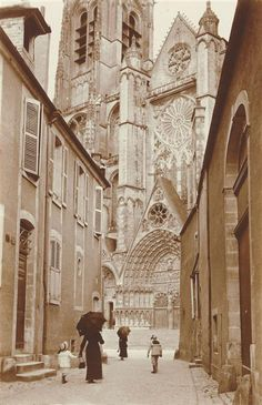 Charles Augustin Lhermitte 1881-1945 Street and Gothic cathedral, 1913