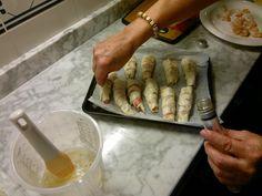 Gamberi con bacon arrotolati in pasta brise e semi di papavero