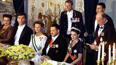 Kongeparet av Jordan på statsbesøk i Norge i år 2000. Kong Harald holder tale under gallamiddagen på Slottet. På bildet ser vi også ( fra v.) statsminister Jens Stoltenberg, dronning Sonja, Kong Abdullah II av Jordan, og dronning Rania. FOTO: BORGEN, ØRN E. / SCANPIX
