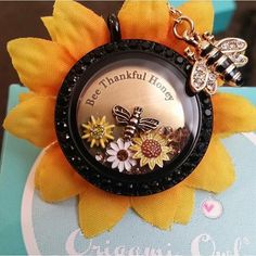 Origami Owl... Black Locket w/ Sunflowers and a Bee