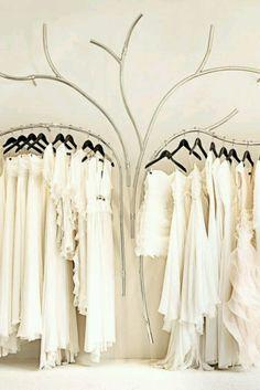 Ik vind dit een leuke manier van kleding presenteren aan de klant. Leuk idee en leuk verzonnen.                                                                                                                                                                                 More