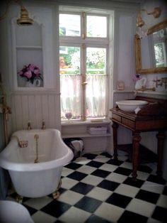 miniature dollhouse bath