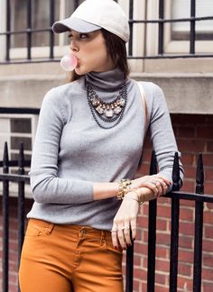 Love the statement necklace!