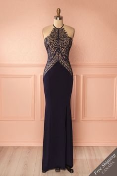 Andrine #Boutique1861 / This mermaid cut evening gown offers a timeless charm! Featuring such details as the superimposed lace on the sweetheart neckline, the fitted skirt, and the lateral slit, you'll be the centre of attention. Its' stretchy fabric means you'll be comfortable, as well as glamorous, all night long!